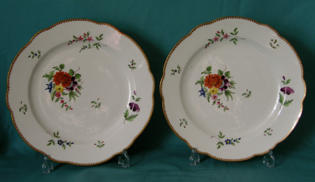 A pair of Chamberlains Worcester dinner plates c.1811-20