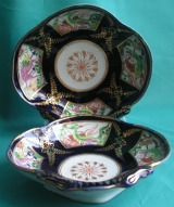 A Pair of Early Coalport Shell Shaped Dishes c.1800