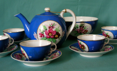 & A Russian Francis Gardner Porcelain Tea set c. 1880-1900