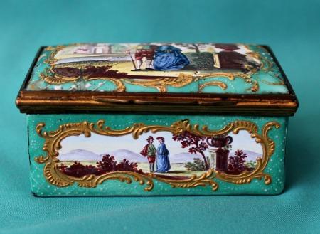 Staffordshire Enamel Snuff Box C 1770