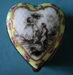 A 19th Century Vienna Porcelain Patch/Pill Box