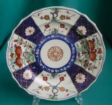 A Worcester Porcelain Plate, Queen's Pattern, c.1770